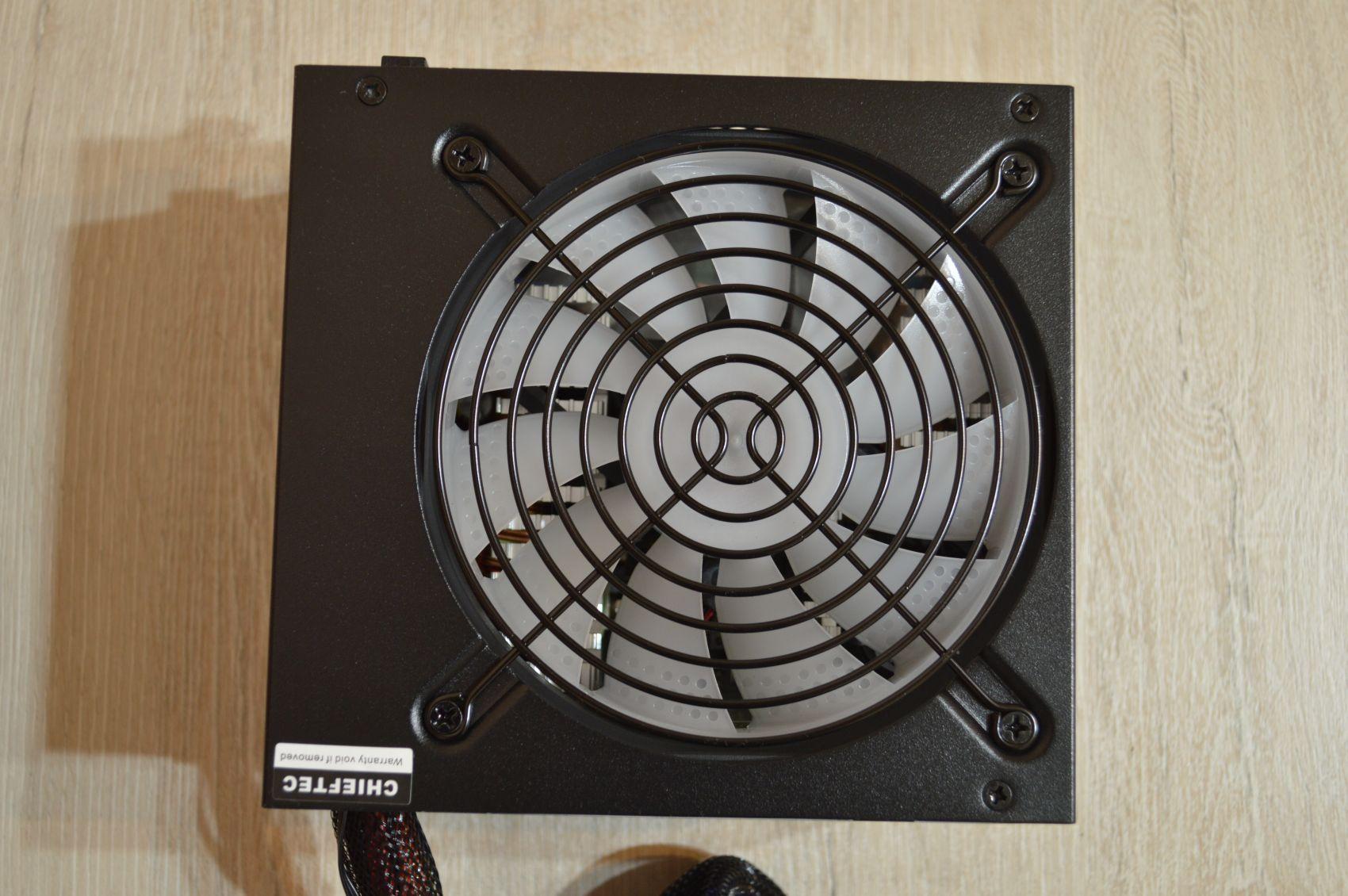 Chieftec Photon 750 Вт вентилятор