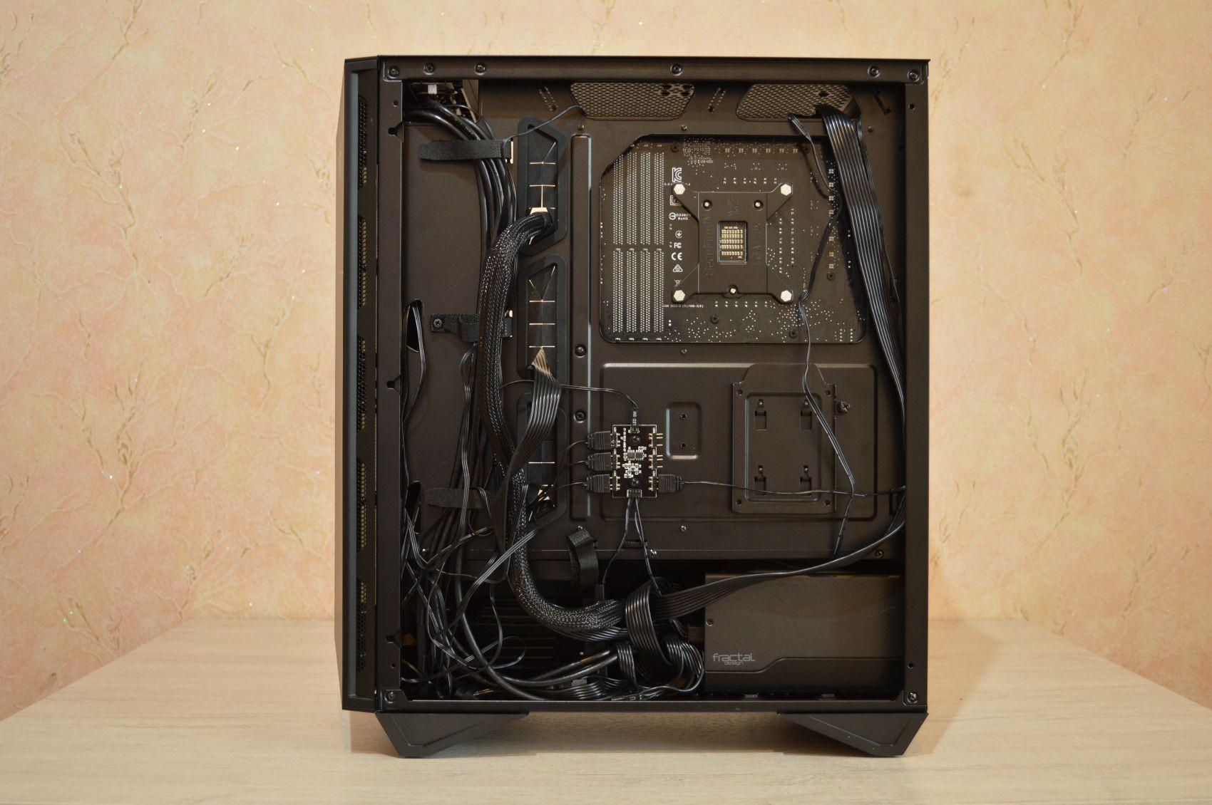 MSI MPG Gungnir 110R кабель-менеджмент