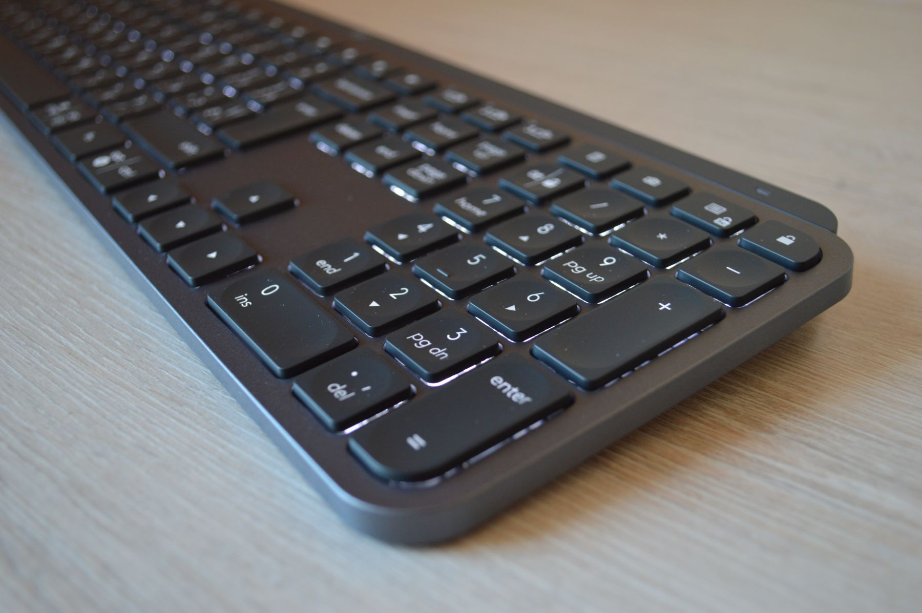 Logitech MX Keys включена