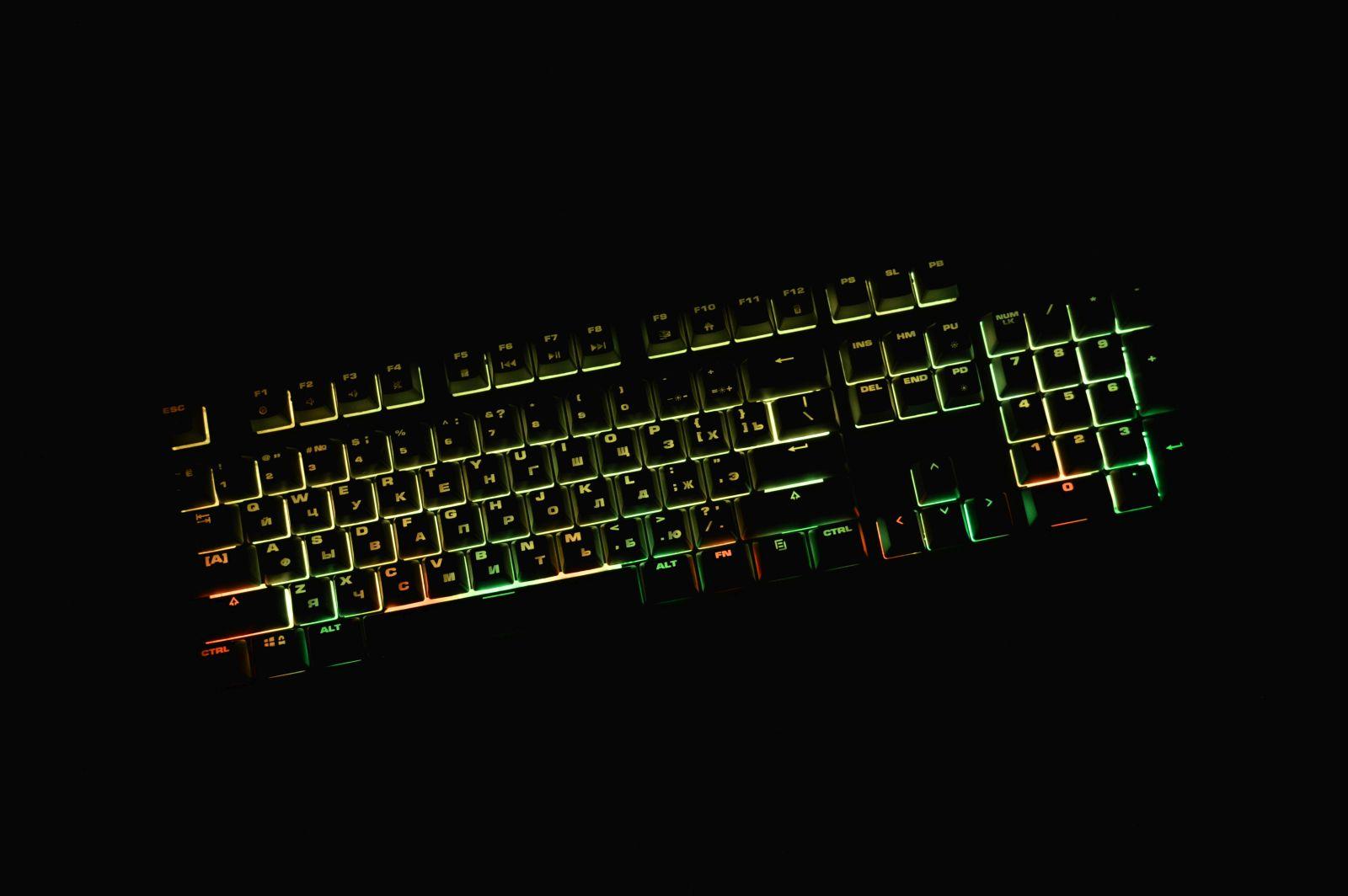 Mad Catz S.T.R.I.K.E. 2 в полной темноте