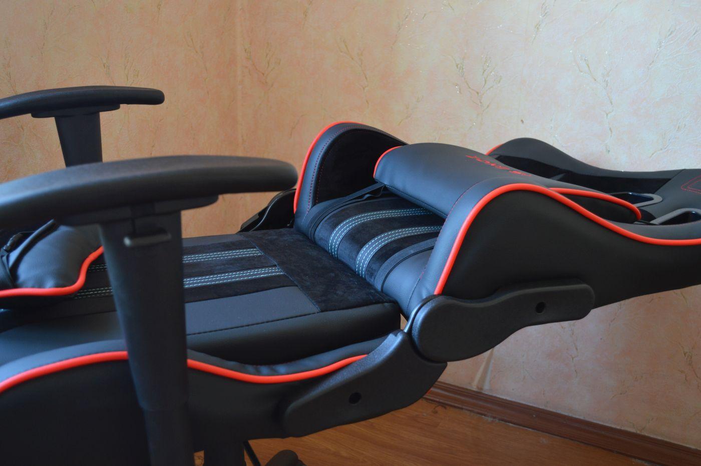 компьютерного игрового кресла Zone 51 Gravity разложено