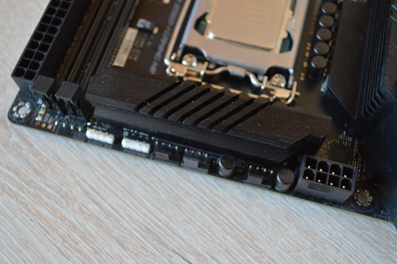 разъем питания ASUS ROG Strix B560-I Gaming WIFI