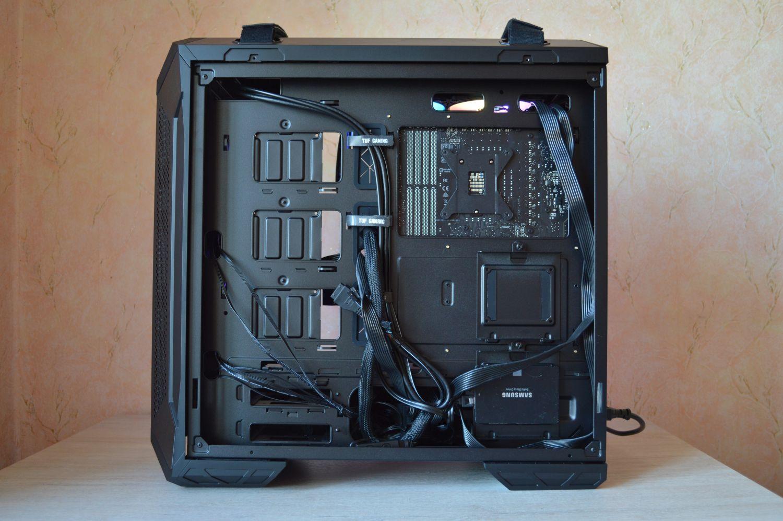 кабель-менеджмент в ASUS TUF Gaming GT501
