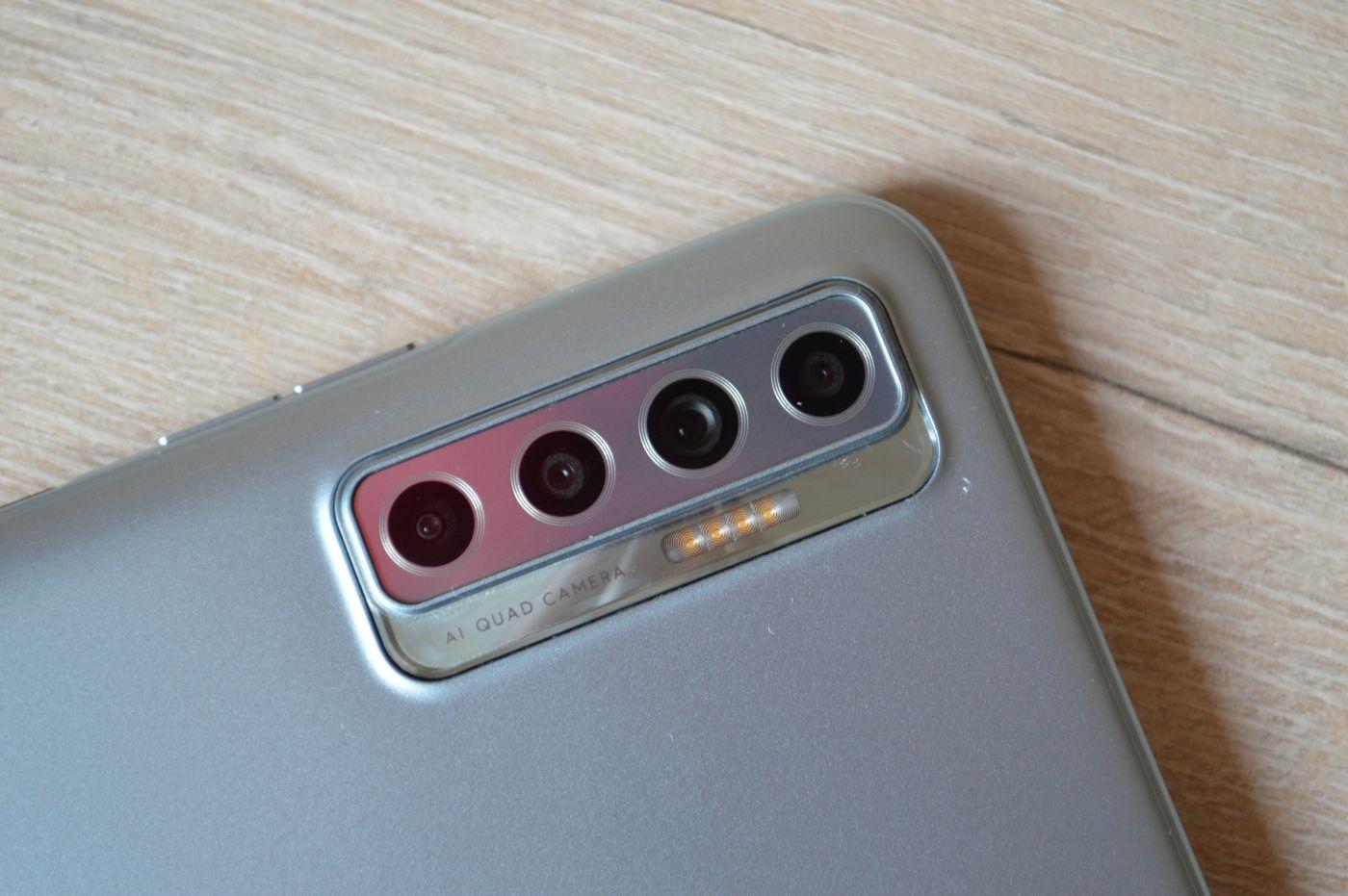 камера Tecno Camon 17P
