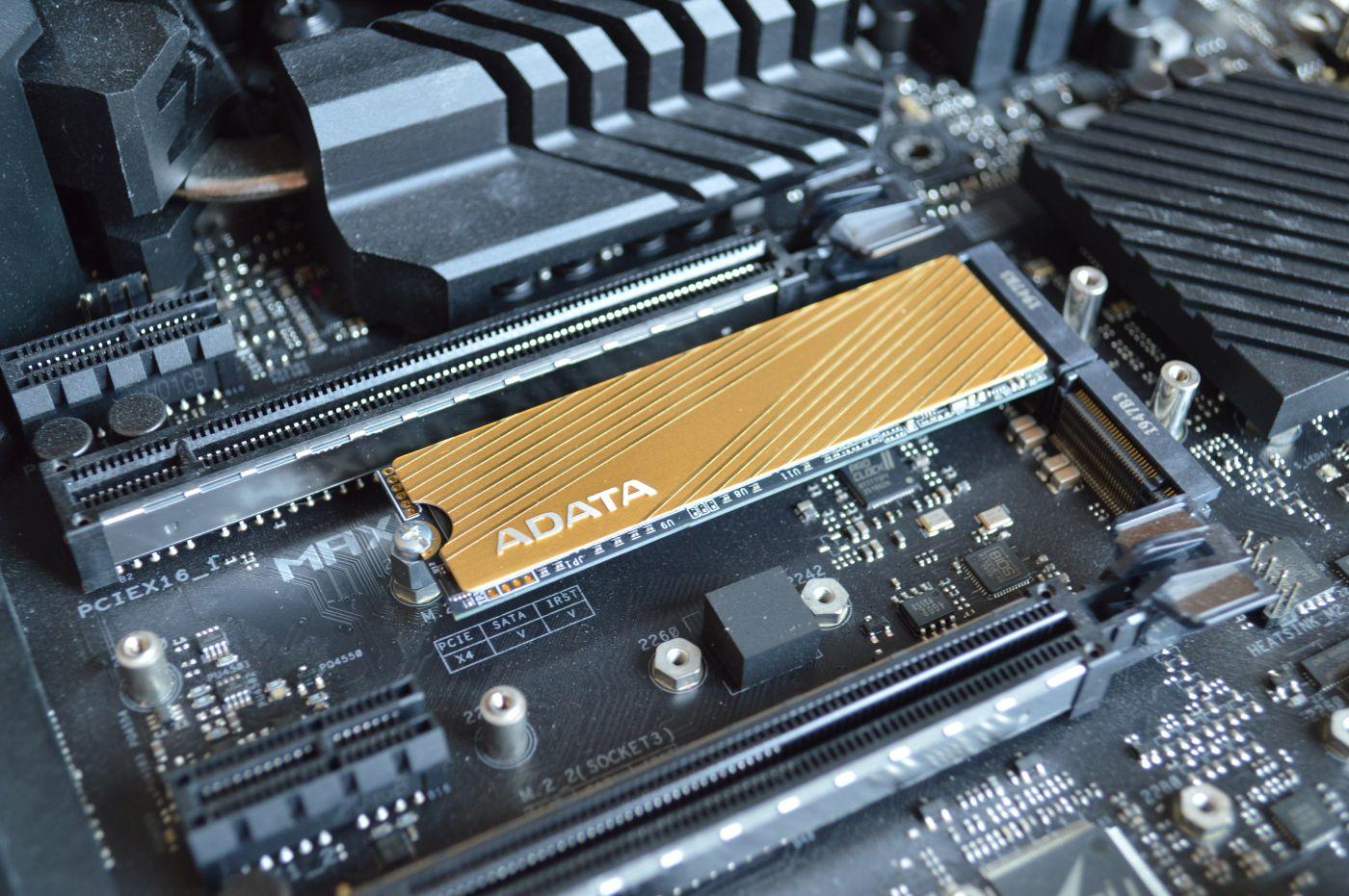 ADATA Falcon 512 Гбайт на плате