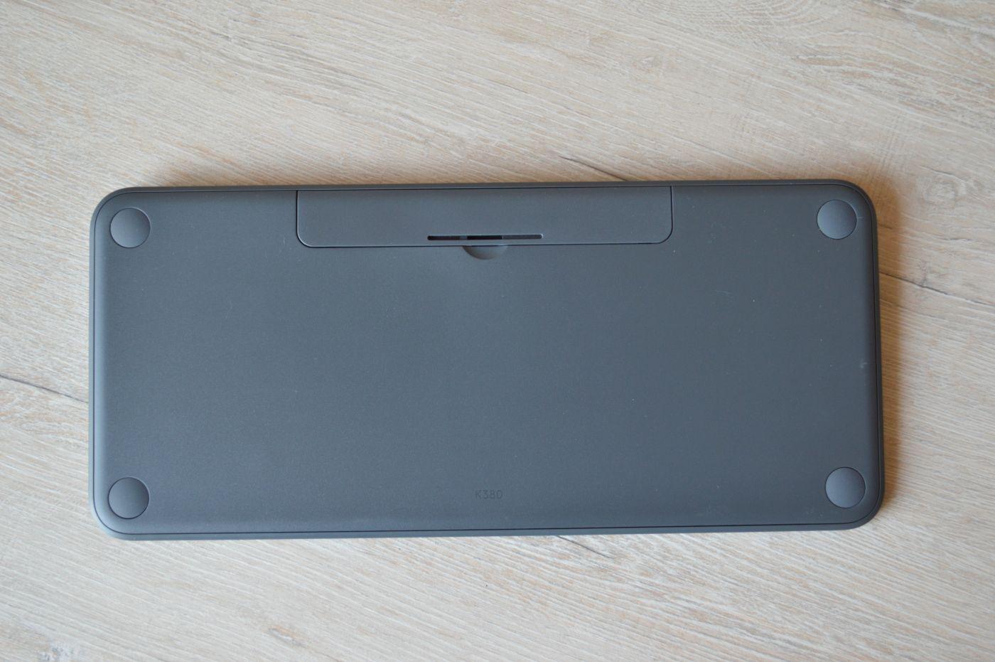 Logitech K380 Slim Multi-Device сзади